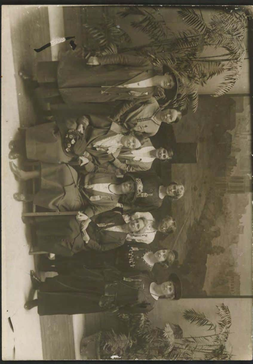 Giblin (second from left) with Australian suffragettes, Rome 1923 Source: nla pic-vin 3279316 20 Giblin's Platoon