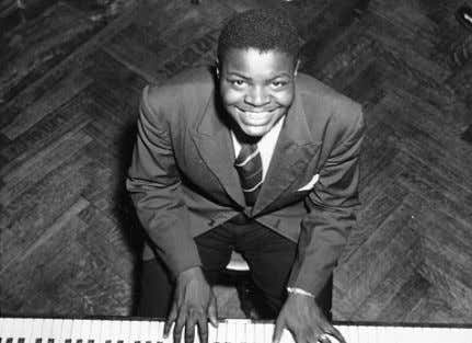 OSCAR PETERSON Oscar Peterson grew up in the neighbourhood of Little Burgundy, Montreal which at the