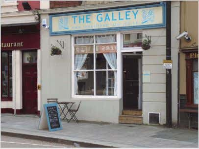 There's a bar and a Live Music Licence if needed. see: www.thegalleybristol.co.uk . Tel: 01173 291