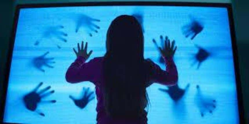 Figure 36 – Saw 2004 (Source: Horrorfanzine, 2009). Figure 37 – Poltergeist 2015 (Source: Roberts, 2015).