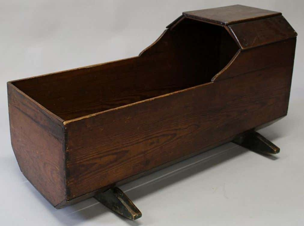 American Elm Cradle 18th Century (Private Collection)