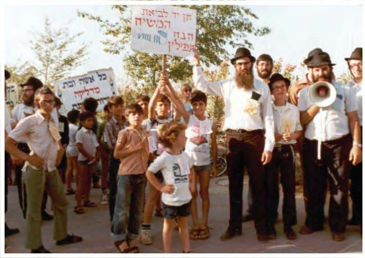 OBITUARY R' Yosef Ladaiov (on the right with the megaphone) leading the last Lag B'Omer parade
