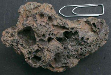 Fig. 4. Vesicular slag-like glass (to the left) similar to the Chapadmalal, Argentina, impact glass