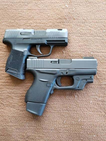 of 6 +1 has a slimmer grip compared to the SAS 10+1. a compared to the