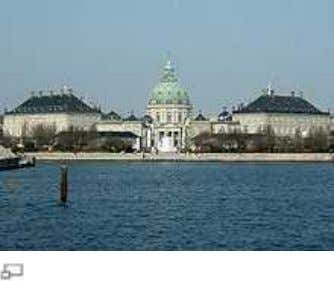 Tessin's Drottningholm Pala ce architectural practice. illustrates the proximity between Fre nch and Swedish Amalienborg ,