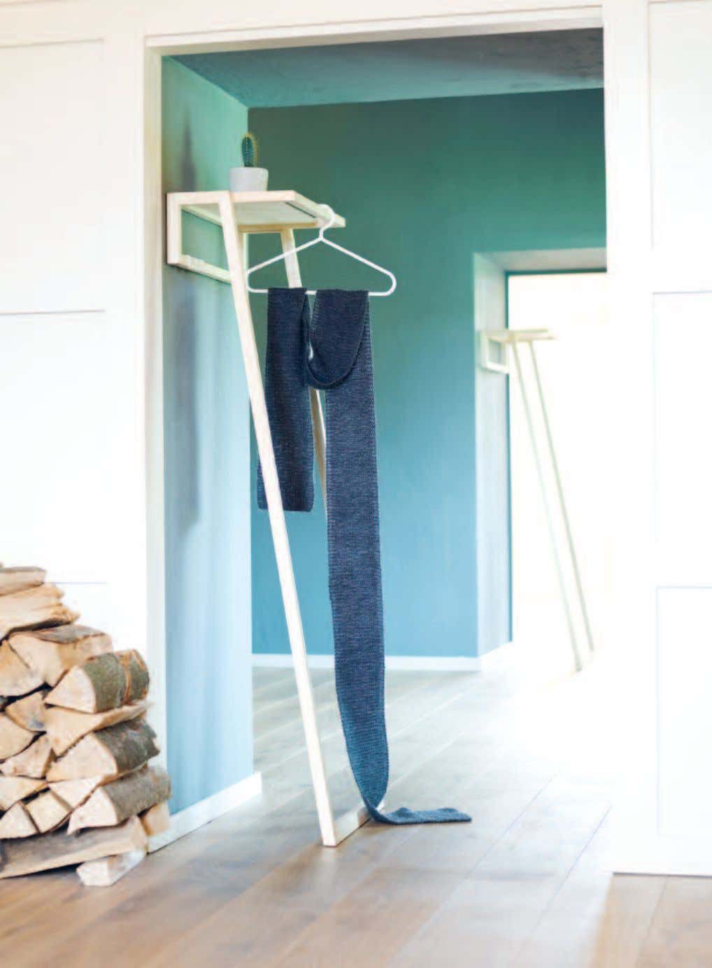 166 _GARDEROBEN / COAT RACKS