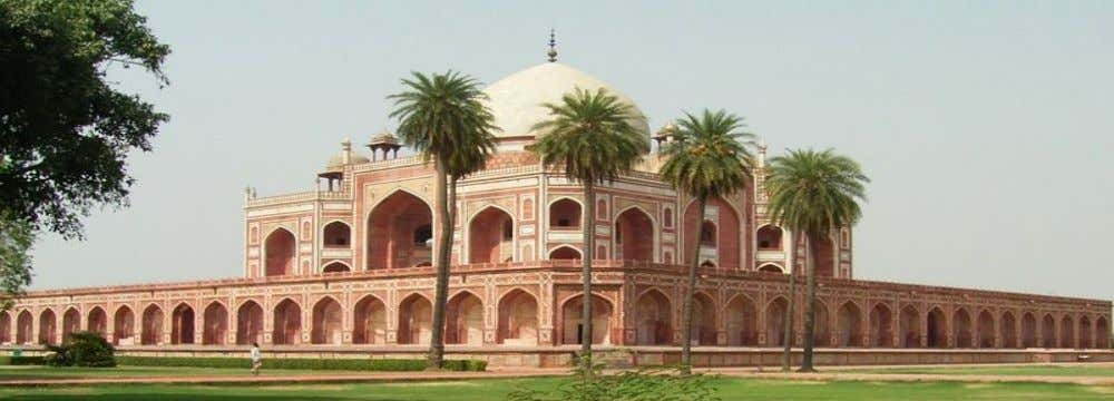 • Humayun's tomb with a very well chosen rich red gravel used for the paths. •