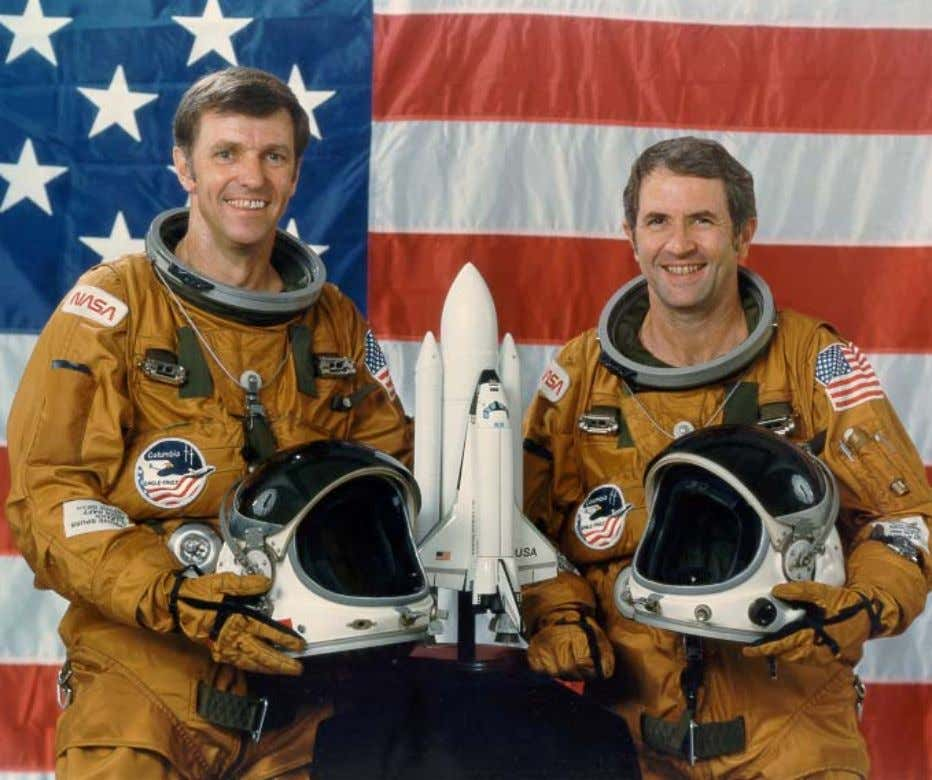 STS-2 CREWMEMBERS S81-34641 – Official portrait of STS-2 crewmembers Joe H. Engle (commander), left, and Richard