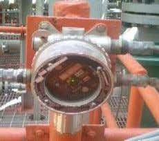 is prevented by Flame Arrestor • Constant E or I power source required Combustible Gas Sensor
