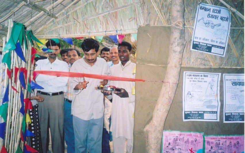 Block Development Officer,Nichlaul inaugurates Tola Suchna Kendra