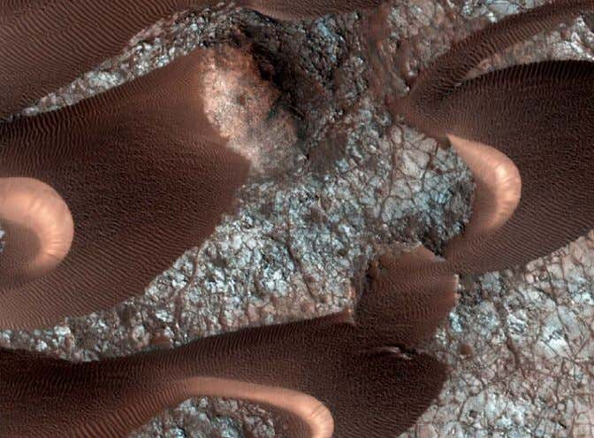 "That research now has to be redone."" ■ MONICA YOUNG MARS I Dunes on the Move"