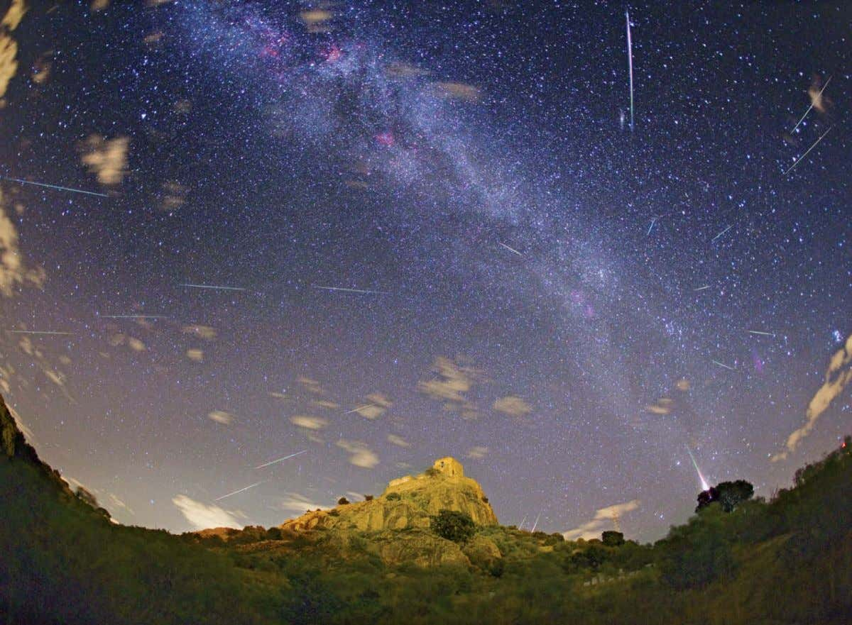 Mapping Meteoroid Orbits Meteor Showers Discovered JUAN CARLOS CASADO 20 September 2012 sky & telescope
