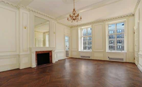 amenities. Offered at $9.7M. WEB# 2063779 & 2120495 TWO EXPANSIVE CONDO CONFIGURATIONS The Apthorp – 390