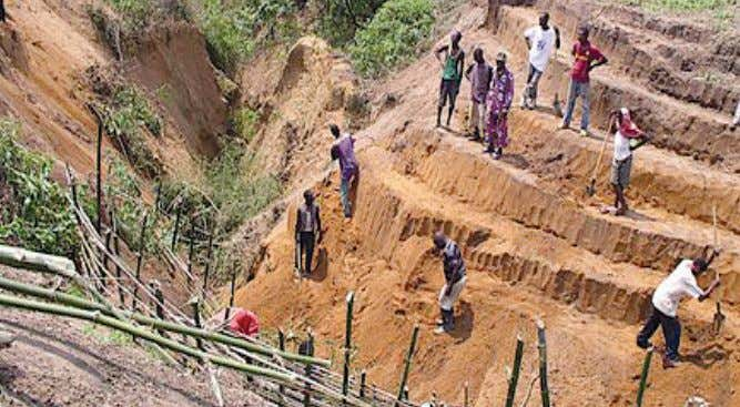 Part 1. Earth Slope Stabilization/Mitigation 97 Figure C18. Congo for gully control in urban areas and