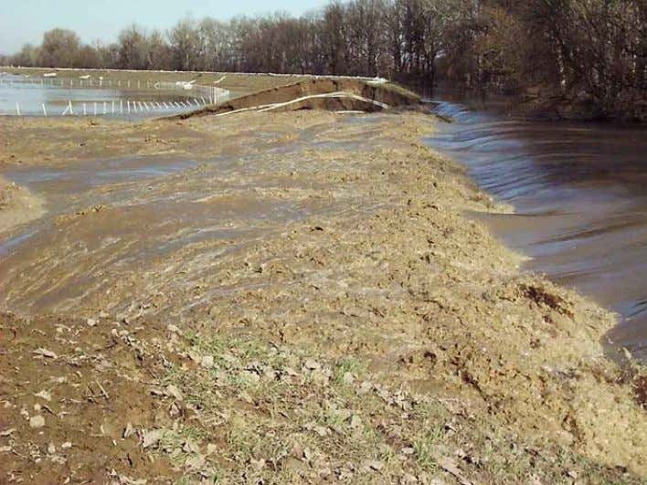 Dike breach on river Tisza at Tarpa 2001