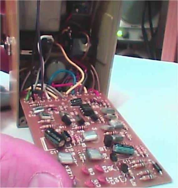 Lift up gently on the circuit board. This is what the inside of the sd-1