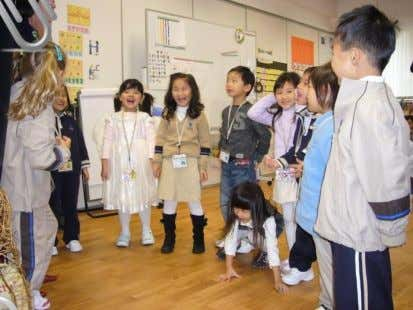 Carnival 冬季嘉年華 NEWS & EVENTS 新聞與活動 ► Foundation Zhi Students receive a visit from Santa