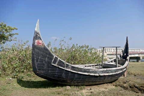 As we continued northward, I noticed the hundreds of abandoned Bengali fishing boats (the ones with
