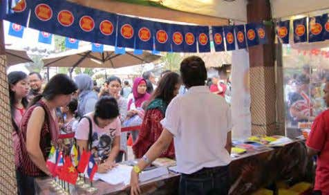 from left), before the 2011 ASEAN Rickshaw Run commenced. Local and international tourists visited the 2011