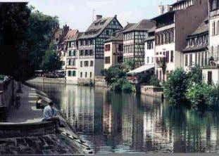 Bethesda, Maryland Shophouse Row, Clark Quay, Singapore Strasbourg, Germany Reading River, Thames England Synthesis