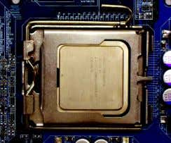 that might cause damage to the CPU during installation.) Fig. 2 Remove the plastic covering on