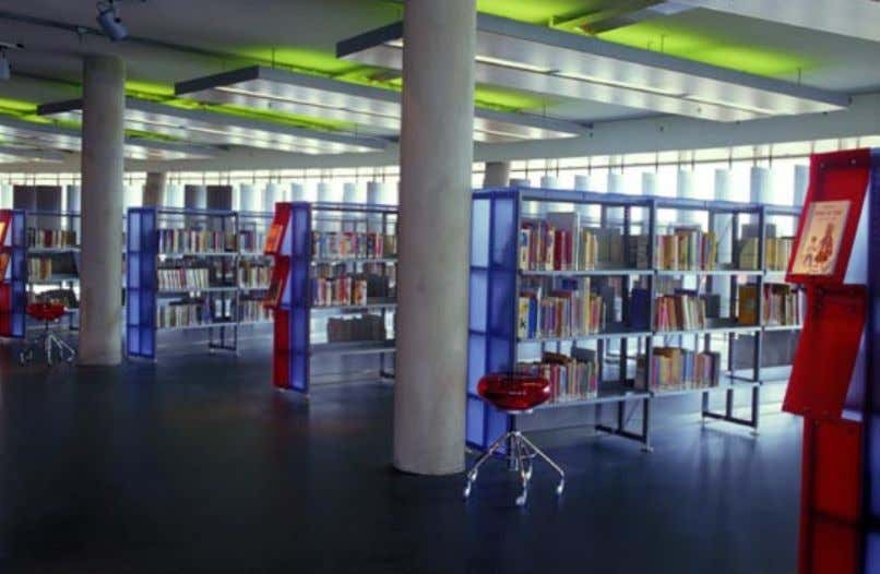 The library in Haarlemmermeer Floriande represents the very latest in technology, architecture, and interior design,