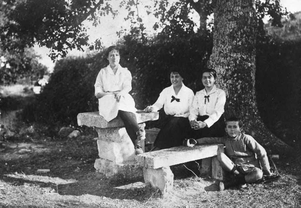 Rene´ Char as a child, with Emilienne, Lily, and Marthe Brun, in Lacoste, 1915. Gift