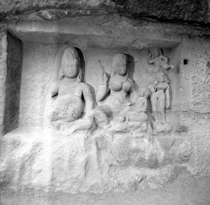 Fig. I. Hāritī con su esposo Pañcika, Cueva 8, Ellora, India (© 2010 The Huntington