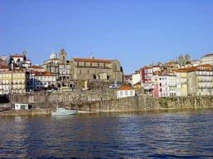 with three naves a tripartite apse with polygonal chapels. Mr. Travel Portugal - Luxury DMC License