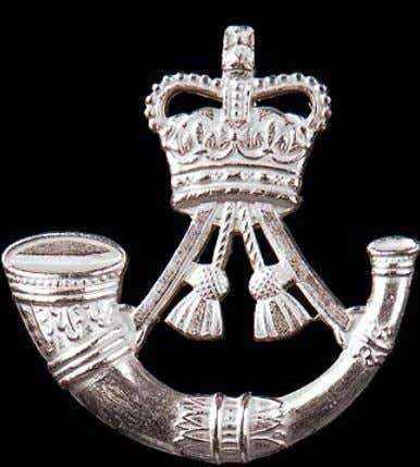 with tassels above surmounted by the Sovereign's Crown. Cap Badge Officers (Lugs & cotter pin fitting)