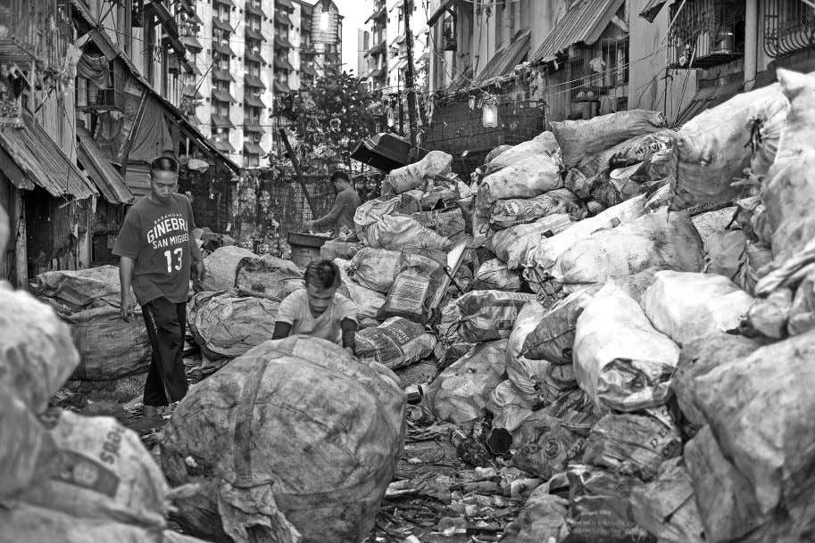 ARTICLES Scavengers collect recyclable waste materials from a dump in the district of Tondo in Manila.
