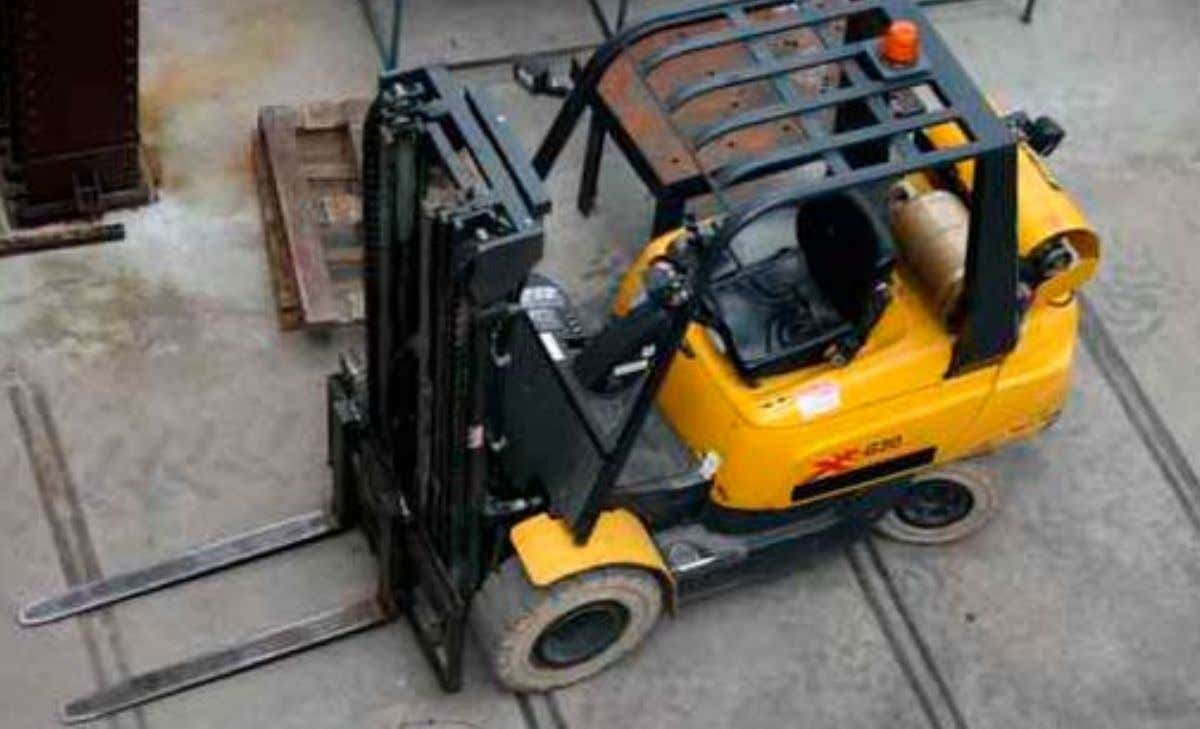 Forklift Truck Applications The standard forklift, also commonly known as a counterbalanced sit-down lift truck,