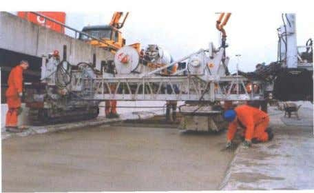of a rolling finisher is lower than that of a slipformpaver. Figure 13. Rolling finisher (CROW,