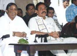 Amma with Sri Lankan Prime Minister Mahindra Rajapaksa during a visit to a tsunami relief