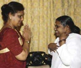 Mahindra Rajapaksa during a visit to a tsunami relief camp Amma met with then-President Chandrika Kumaratunge