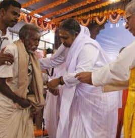 CARE HOMES fOR THE ElDERly The elderly come to Amma's homes for refuge or to
