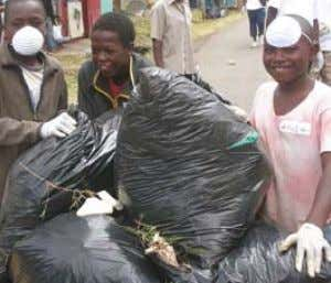 Kenyan members and local teenagers work together to clean-up a slum in Nairobi American members