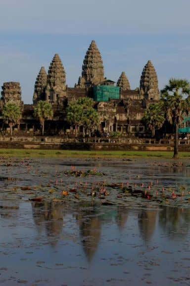 Angkor Watt & Angkor Thom, Cambodia • 9-13 t h Cent Khmer Kingdom • Made of