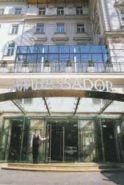 Hotel Ambassador The place to be – The place to live D istinta eleganza combina- ta