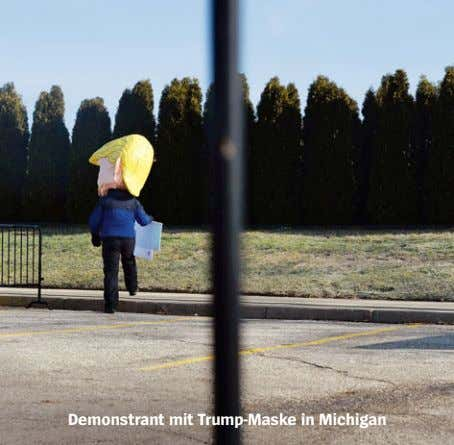 Demonstrant mit Trump-Maske in Michigan