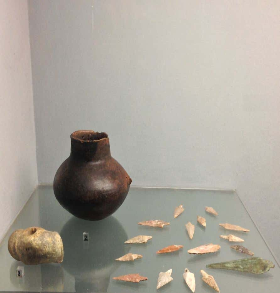 of the burial objects, as it can detect even the arrowheads have the same ritual red