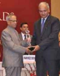 Awards Karnataka Tourism Triumphs for the Seventh Time Honourable President of India, Sri Pranab Mukherjee giving