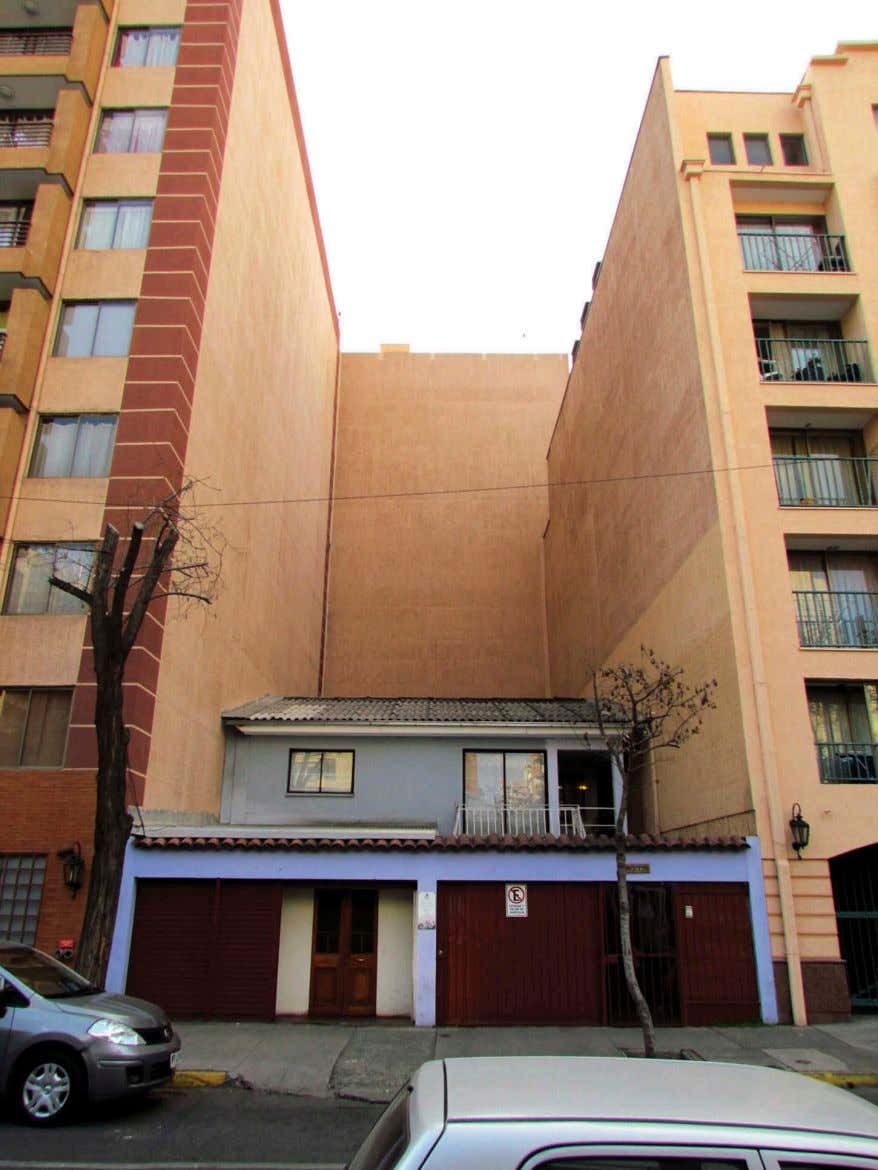 18 E. LÓPEZ-MORALES Figure 8. A low-rise dwelling surrounded by high-storey condos built between 2000 and