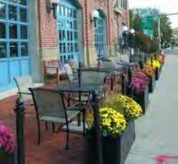 AMENITIES + SIDEWALK ACTIVATION • Encourage sidewalk cafes with perimeter landscape and railing treatments.