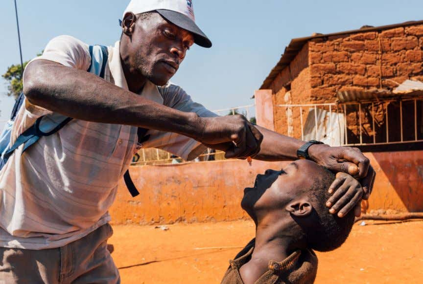 of the stu- dents to prevent polio- myelitis - Katenga, Angola. DEVELOPING A DOCUMENTARY PHOTOGRAPHY PROJECT