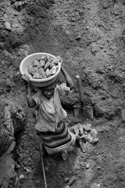 Child labour in a quarry - Near Kuito, Angola DEVELOPING A DOCUMENTARY PHOTOGRAPHY PROJECT 7