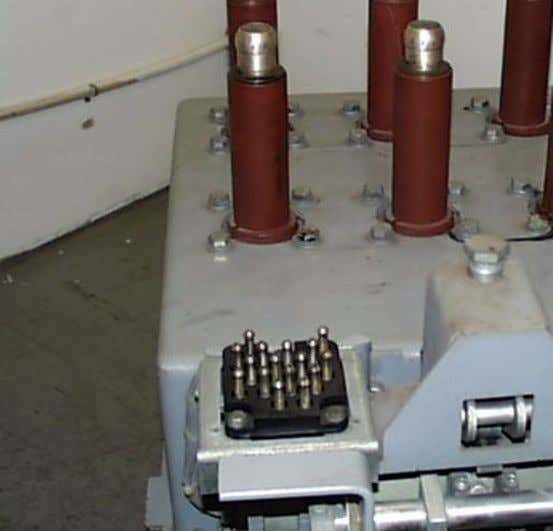 COMMON ELECTRICAL DEVICES FOR THE MAGNE-BLAST BREAKER • Secondary Disconnect Provides the electrical interface between