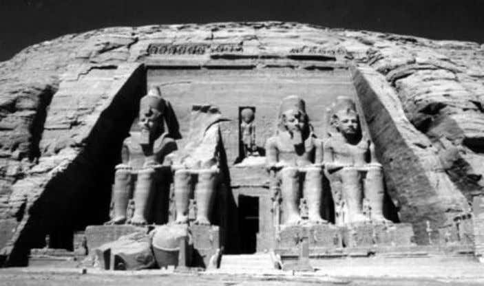 the Divine and thereby awaken the devotional feeling. Above: The great temple of Amun, Ra and