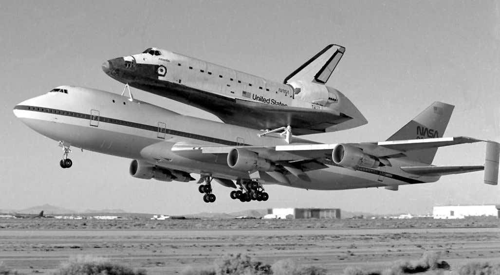 93523 Phone 805-258-3449 FAX 805-258-3566 FS-DFRC-95(09)-013 ECN 88-0247-007 Shuttle Carrier Aircraft (SCA) NASA uses two