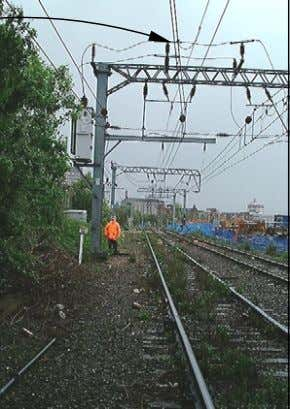 Example of live feed able to cross an isolated area giving rise to live 25kV